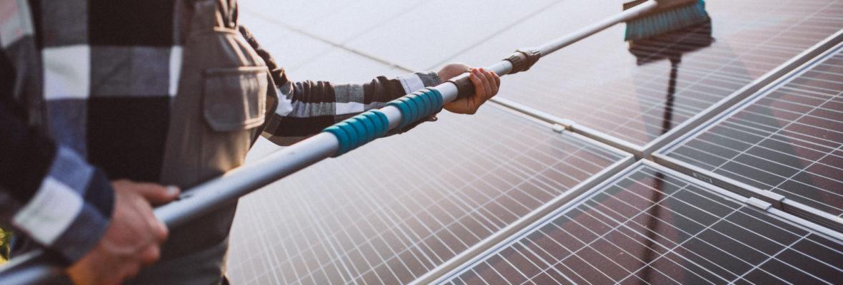 Reinigung Solarpanels