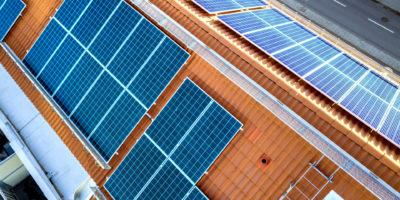 Photovoltaik Elemente auf Dach