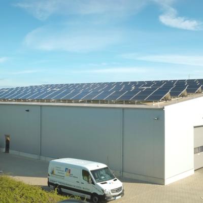 Solaranlage nauf Firmengebäude